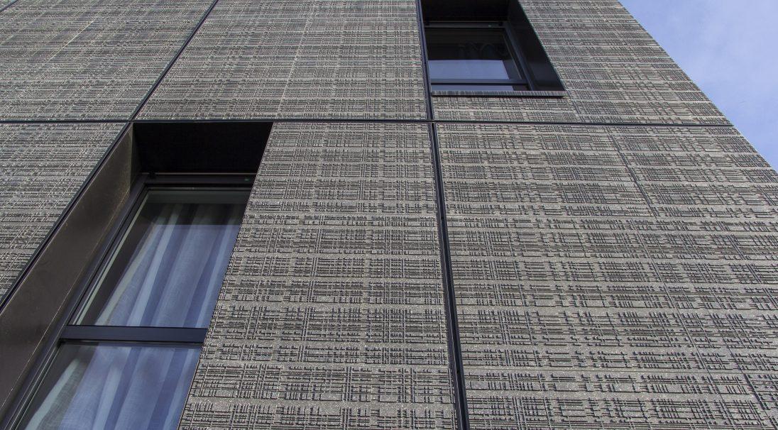 Lieu : Toulouse (31),  Architectes : Cabinet Diana,  Type de construction : neuf,  Système de pose : bardage avec ossature (BAO),  Produit : URBA
