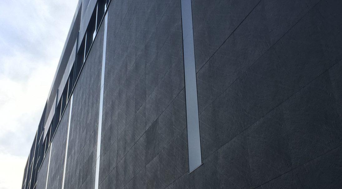 Lieu : 19 quai François Mitterrand, 44000 Nantes,  Architectes : Jean Nouvel,  Type de construction : réhabilitation,  Système de pose : bardage avec ossature (BAO),  Produit : GRANITÉ