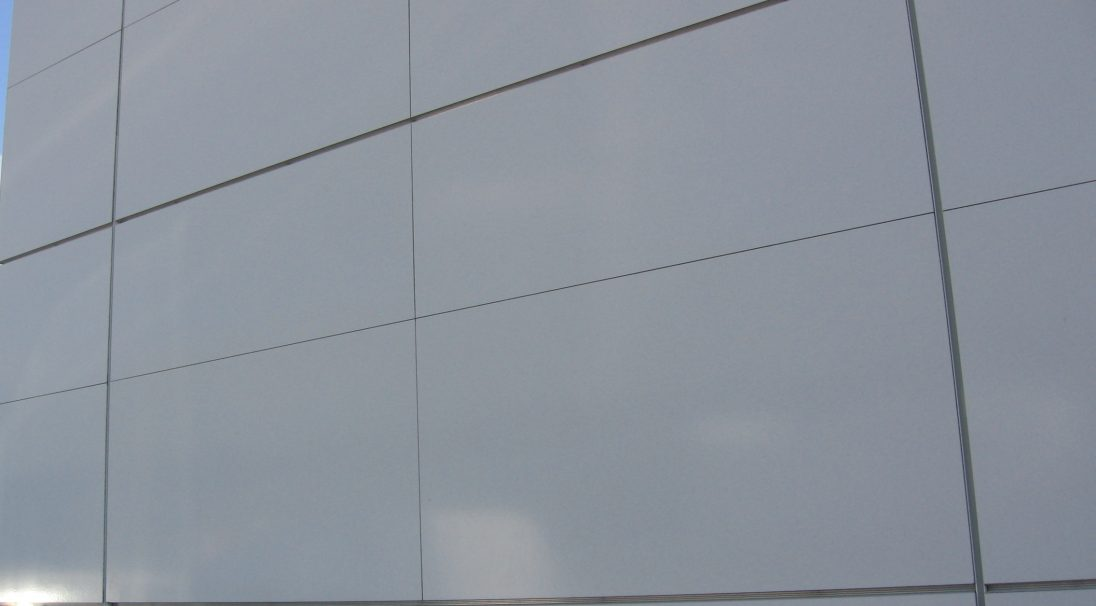 Lieu : Boulogne-sur-Mer (62),  Architectes : Cabinet Stutz,  Système de pose : bardage avec ossature (BAO),  Produit : LISSE BRILLANT