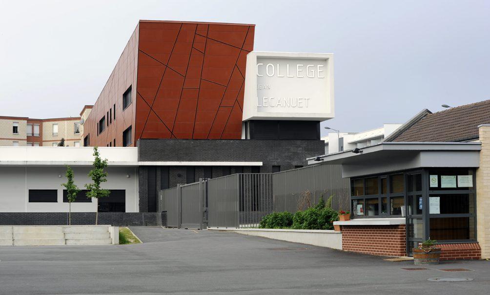 Lieu : Rouen (76),  Type de construction : rénovation,  Système de pose : bardage avec ossature (BAO),  Produit : LISSE MAT