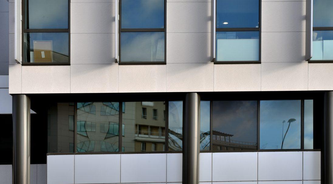 Lieu : Antony (92),  Architectes : Cabinet Vigneron,  Type de construction : neuf,  Système de pose : bardage avec ossature (BAO),  Produit : GRANITÉ
