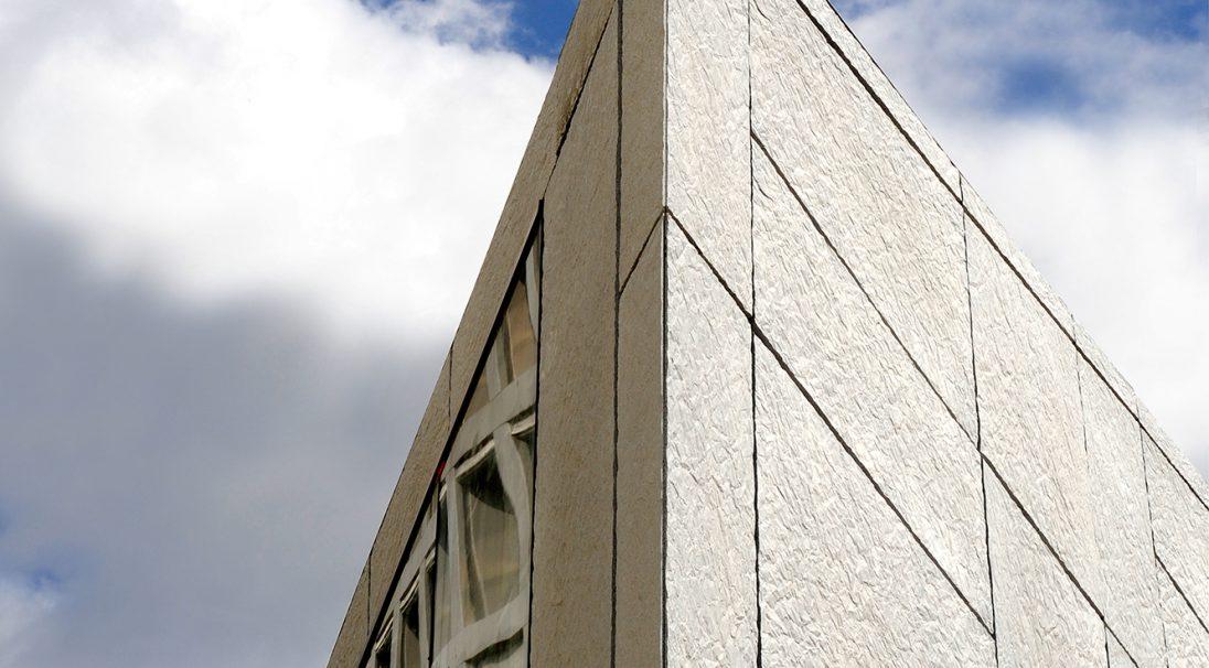 Lieu : Paris 12e (75),  Architectes : F. Roux et E. Puzenat - 2/3/4/ Architecture,  Type de construction : neuf,  Système de pose : bardage avec ossature (BAO),  Produit : PAPYRUS