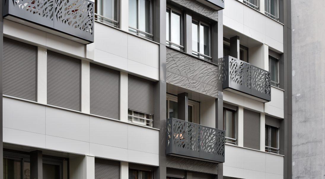 Lieu : Paris 8e (75),  Type de construction : réhabilitation,  Système de pose : bardage avec ossature (BAO),  Produits : LISSE VELOUTÉ et VÉGÉTAL