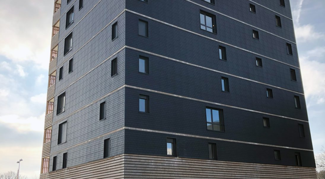 Lieu : Saint-Nazaire (44),  Architectes : Jba,  Type de construction : neuf,  Système de pose : bardage sans ossature (BSO),  Produit : ARDOISE