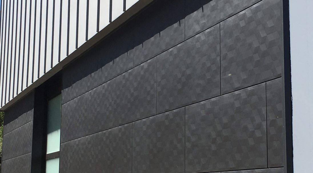 Lieu : Lorient (56),  Type de construction : rénovation,  Système de pose : bardage sans ossature (BSO),  Produit : PIXEL