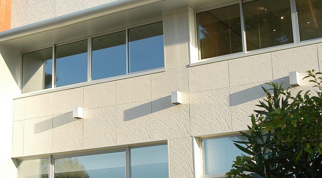 Lieu : Périgny (17),  Architectes : Cabinet Lefebvre,  Type de construction : neuf,  Système de pose : bardage avec ossature (BAO),  Produits : GRANITÉ et LISSE MAT