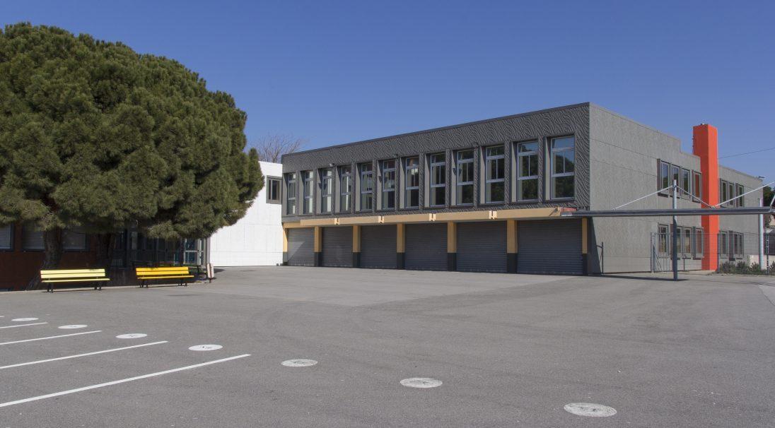 Lieu : Port-de-Bouc (13),  Architectes : Setor,  Type de construction : réhabilitation,  Système de pose : bardage avec ossature (BAO),  Produit : VÉGÉTAL, parements CAREA Insert
