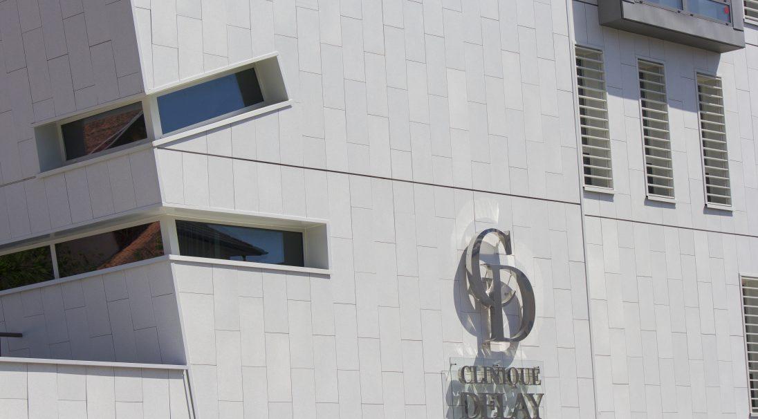 Lieu : Dax (40),  Architectes : Atelier 114,  Type de construction : neuf,  Système de pose : bardage avec ossature (BAO), pose verticale,  Produit : LISSE MAT