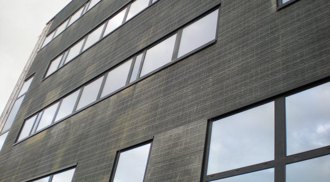 Lieu : boulevard Romain Rolland, Nantes (44),  Architectes : Aura Architecture 44,  Type de construction : neuf,  Système de pose : bardage avec ossature (BAO),  Produit : URBA