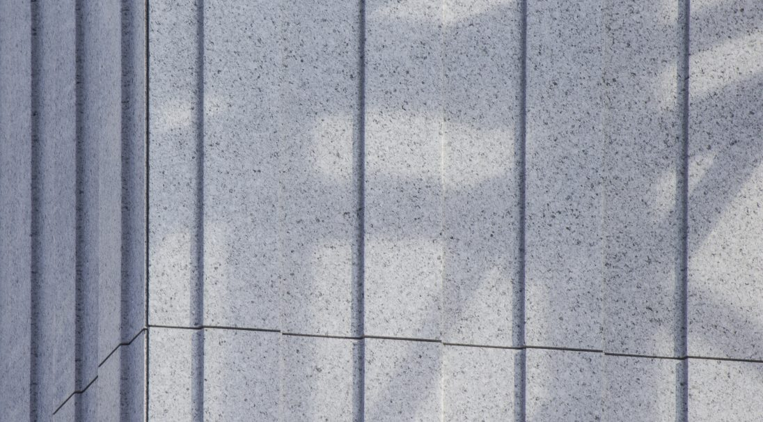 Lieu : Marseille (13),  Type de construction : réhabilitation,  Système de pose : bardage avec ossature (BAO),  Produit : CANNELÉ