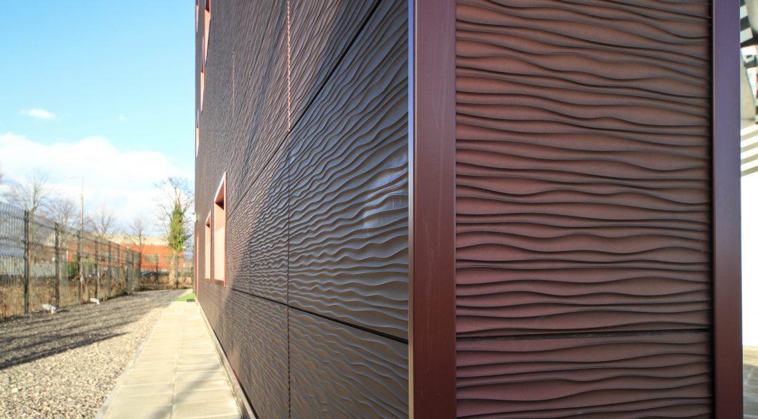 Lieu : Liverpool (Angleterre),  Type de construction : neuf,  Architecte : Denovo Limited,  Système de pose : bardage sans ossature (BSO),  Produit : DUNE métallisé
