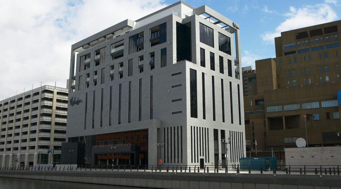 Lieu : Liverpool (Angleterre),  Architecte : Leach Rhodes Walker,  Type de construction : neuf,  Système de pose : bardage avec ossature (BAO),  Produits : GRANITÉ, LISSE MAT