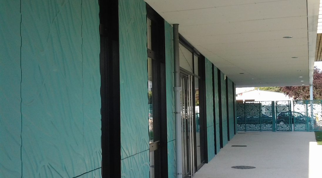 Lieu : Villiers-sur-Marne (94),  Architectes : Cabinet 2A,  Type de construction : neuf,  Système de pose : bardage avec ossature (BAO),  Produit : VÉGÉTAL