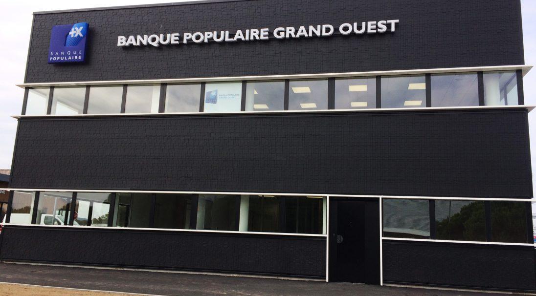 Lieu : Saint-Nazaire, quartier L'Immaculée (44),  Type de construction : neuf,  Système de pose : pose sur plateau de bardage,  Produit : GRAF 200