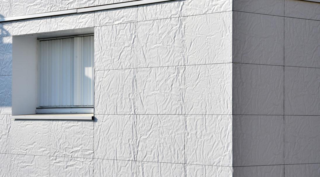 Réhabilitation thermique de 84 logements collectifs - Tour de 14 niveaux,  Lieu : 57 rue des Mourinoux, Asnières-sur-Seine (92),  Architectes : Atelier Philippe MULLER Architecte,  Maître d'ouvrage : FRANCE HABITATION,  Système de pose : bardage avec ossature (BAO),  Produits : RHODES et LISSE VELOUTÉ,  Photographie : Michel ROY, pour CAREA®